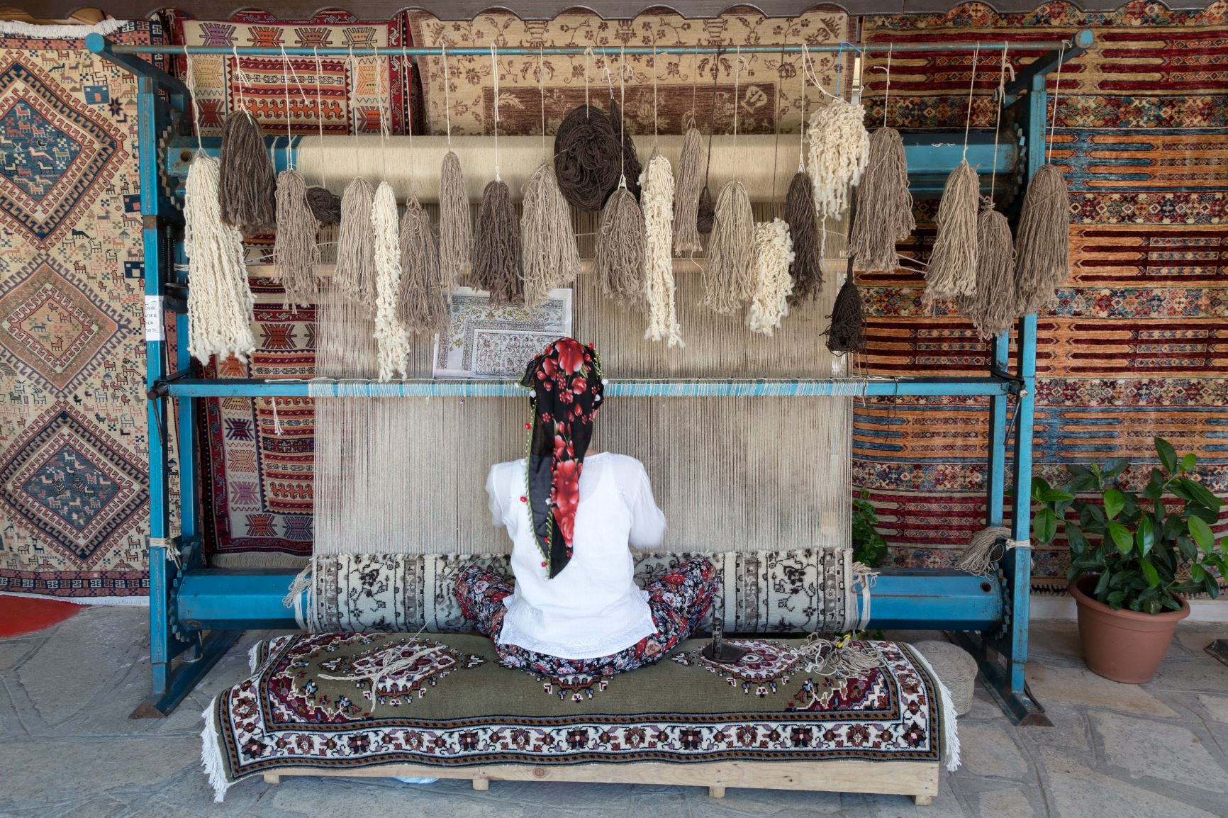 Rug weaver in Turkey