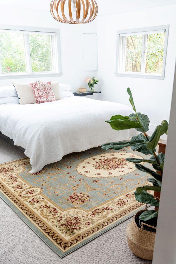 Farmhouse style rug in bedroom